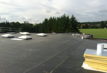 Quanta s.a. à Erpent – Isolation et étanchéité d'une toiture plate – 1100 m²