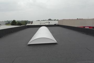 HD Metal s.a. – Pose d'un lanterneau en polycarbonate